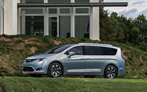 Обои Chrysler Сбоку Гибридный автомобиль 2016 Pacifica Hybrid