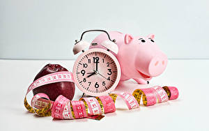 Фотографии Часы Яблоки Будильник Свинья копилка Измерительная лента