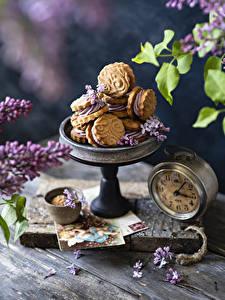 Картинка Часы Сирень Выпечка Печенье Доски Лепестки Пища