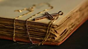 Картинки Вблизи Украшения Креста Книги