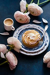 Фото Кофе Пирожное Лютик Тарелка Чашка Вилка столовая Пища