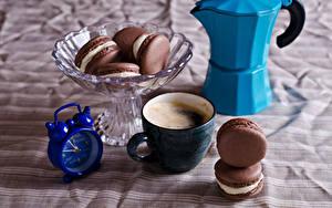 Картинки Кофе Капучино Часы Будильник Чашке Макарон Пища