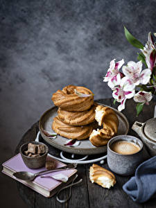Фотографии Кофе Капучино Выпечка Доски Кружке Сахар Ложки Книга Пища