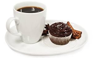 Обои Кофе Корица Пирожное Шоколад Белый фон Тарелка Чашка