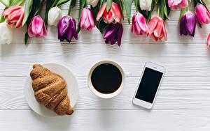 Обои для рабочего стола Кофе Круассан Тюльпаны Чашка Смартфон Пища