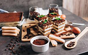 Обои для рабочего стола Кофе Пирожное Десерт Какао порошок Ложка Зерна Tiramisu Еда