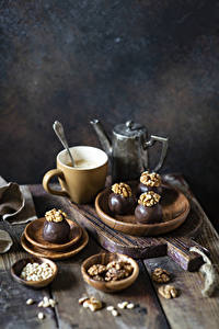 Фото Кофе Орехи Шоколад Конфеты Грецкий орех Доски Разделочная доска Чашка Пища