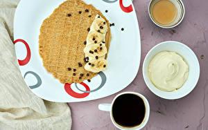 Картинки Кофе Блины Сметана Шоколад Бананы Мед Тарелке Чашка