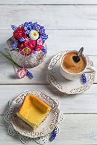 Фото Кофе Выпечка Букеты Маргаритка Гиацинты Доски Чашка Тарелка