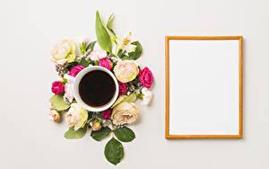 Фото Кофе Розы Гвоздика Альстрёмерия Серый фон Шаблон поздравительной открытки Чашка цветок