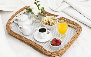 Обои Кофе Розы Молоко Сок Мюсли Клубника Завтрак Чашка Стакан Еда
