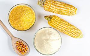 Картинка Кукуруза Мука Белый фон Два Ложка Зерна Продукты питания