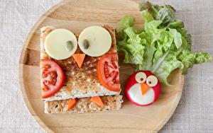 Обои Оригинальные Сэндвич Выпечка Овощи Сыры Разделочной доске