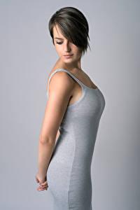 Фотография Платье Серый фон Руки Брюнетка Cristina Duro Девушки