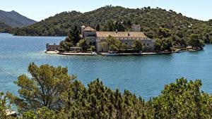 Картинки Хорватия Остров Здания Пирсы Залива Холм Mljet Island Природа Города