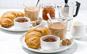 Фотографии Круассан Кофе Стакана Завтрак Пища