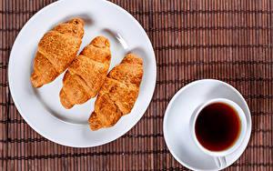Фотография Круассан Чай Тарелка Трое 3 Чашка Пища