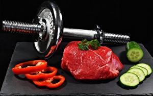 Картинка Огурцы Перец Мясные продукты Гантели Нарезанные продукты Черный фон Продукты питания