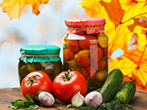 Фотографии Огурцы Помидоры Чеснок Осень Укроп Банка Пища