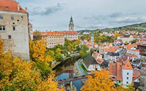 Картинки Чехия Здания Речка Мост Осенние Krumlov город