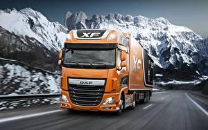 Картинки Грузовики DAF Trucks Оранжевая Скорость 4х2 Euro6 XF 510 FT Автомобили