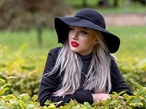 Фотографии Блондинок Фотомодель Шляпы Красные губы Размытый фон Daria Девушки