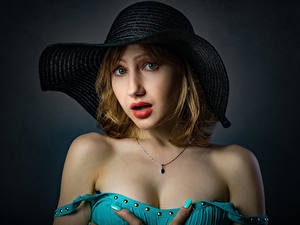 Фотография Смотрит Шляпы Лица Dasha, Nikolay Bobrovsky девушка