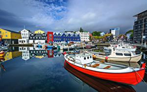 Картинка Дания Пирсы Лодки Яхта Здания Tórshavn, Faroe Islands