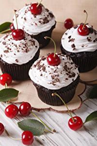 Фото Десерт Черешня Шоколад Капкейк кекс Пища
