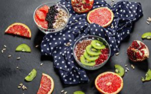 Картинка Десерт Грейпфрут Киви Семечки подсолнечника Гранат Сером фоне Миска Еда