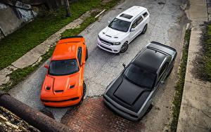 Фотография Dodge Втроем Сверху машины