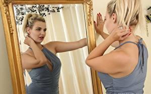 Обои Dolly Only  Зеркала Отражении Блондинки Рука девушка