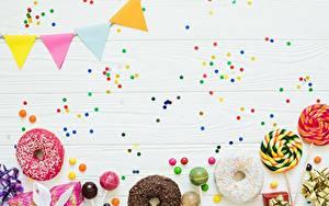 Фотография Пончики Праздники Конфетти Шаблон поздравительной открытки Еда