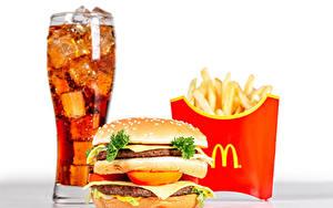 Фото Напитки Картофель фри Гамбургер Быстрое питание Булочки Котлета Стакане mcdonalds Продукты питания