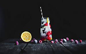 Картинки Напитки Лимоны Малина Черный фон Доски Банка Льда Еда