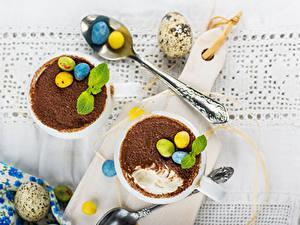 Обои Пасха Шоколад Напитки Яйца Ложка Разделочная доска Листва