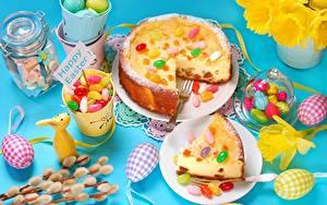 Фотография Пасха Пирог Конфеты Сладкая еда Часть Яйцо Пища