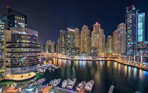Картинки Объединённые Арабские Эмираты Дубай Дома Небоскребы Яхта В ночи Dubai Marina Города