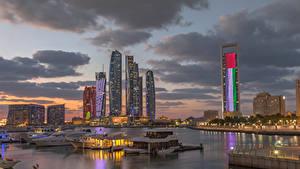 Фото ОАЭ Здания Небоскребы Вечер Причалы Залив Abu Dhabi