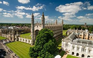 Картинки Англия Дома Газон Башня Облака Cambridge, University of Cambridge город