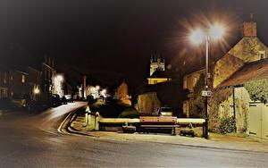 Обои Англия Здания Улиц Ночью Уличные фонари Скамейка Helmsley North Yorkshire