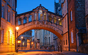 Обои Англия Здания Улица Ночью Уличные фонари Oxford Oxfordshire Города