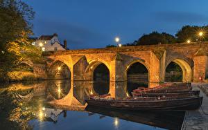 Фотография Англия Дома Речка Мост Пирсы Лодки Вечер Уличные фонари Durham city Города