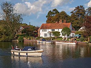 Картинка Англия Дома Реки Причалы Речные суда Деревня Hambleden, Buckinghamshire город
