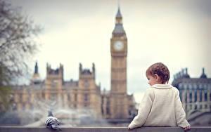 Фото Англия Лондон Биг-Бен Сидит Девочка Дети