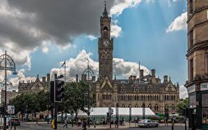 Фото Англия Люди Часы Башни Облака Городская площадь Bradford City Hall
