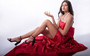 Картинка Фотомодель Сидящие Поза Ног Взгляд Eve Yargeau молодые женщины