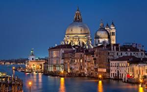 Фотография Вечер Здания Церковь Италия Водный канал Венеция Grand Canal, Santa Maria della Salute Church Города