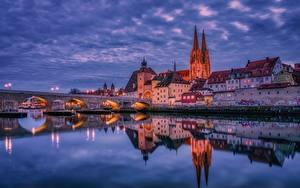 Обои Вечер Дома Речка Мосты Германия Отражение Regensburg