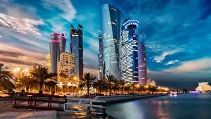 Картинки Вечер Здания Небоскребы Набережной Пальма Qatar, Doha